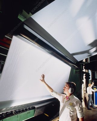 Visual check of paper at production mill