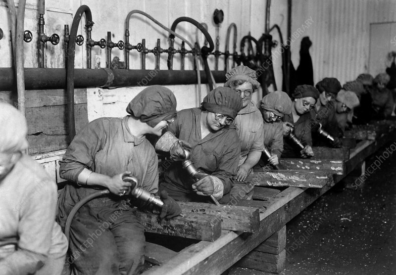 First World War munitions factory workers
